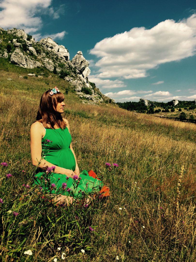 Anna Las-Opolska psycholog, mama trójki dzieci. Zajmuje się coachingiem porodowym. Wspiera kobiety i rodziny w przygotowaniach do porodu. Prowadzi blog infreedom.pl