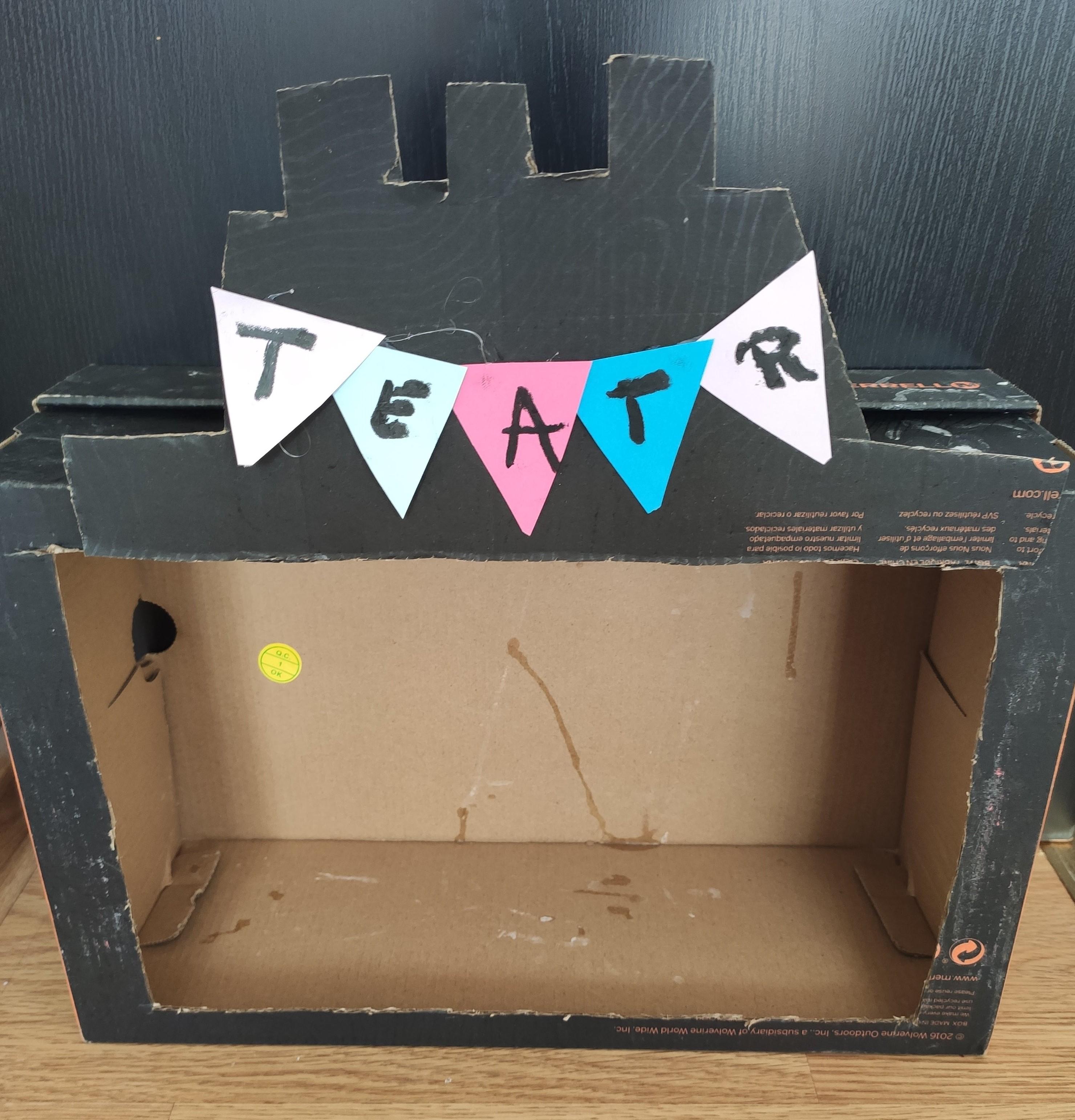 Domowy teatrzyk ze starego kartonu. Pomysł na rodzinną zabawę